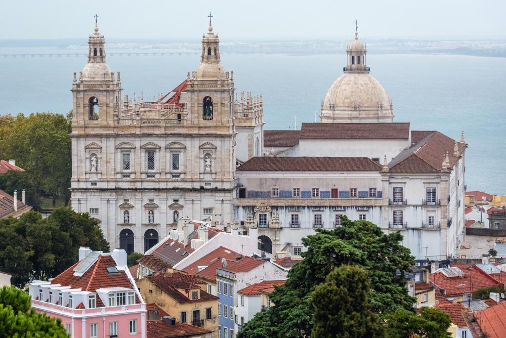 Klášter São Vicente de Fora v lisabonské čtvrti Alfama