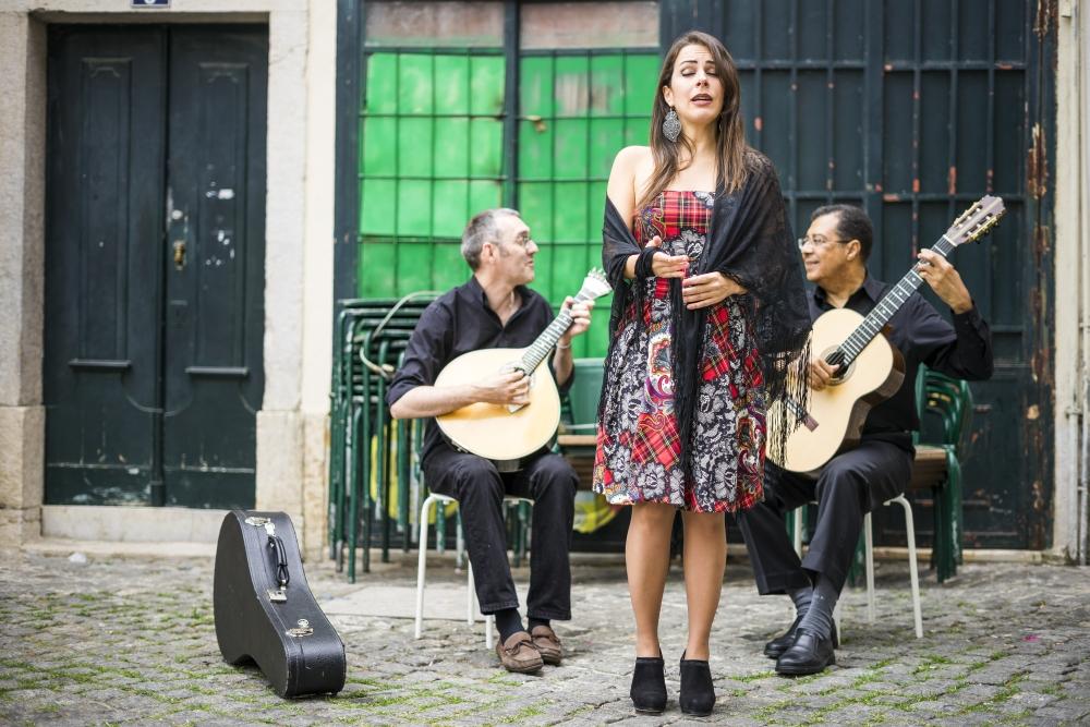 Portugalští muzikanti hrající Fado muziku ve čtvrti Alfama