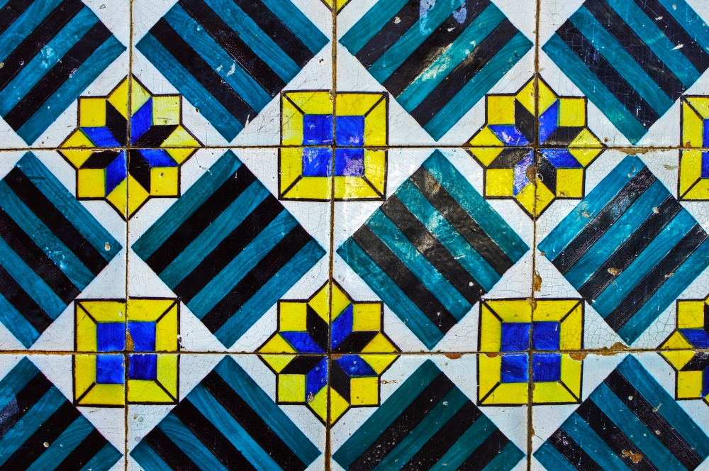 Příklad malovaných dlaždic Azujelos z muzea dlaždič v Alfamě, Lisabon