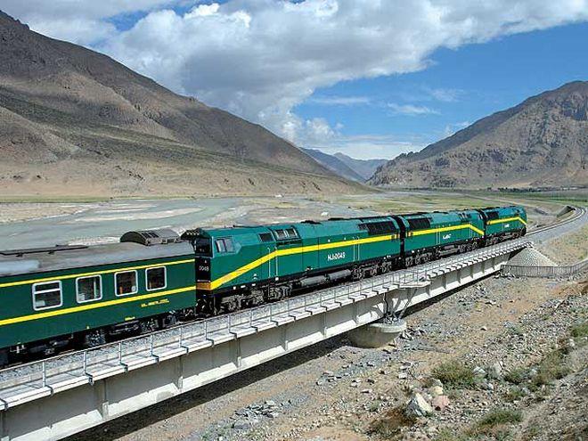 Vlakem se do Tibetu dostanete za dva dny – a ty budou plné úchvatných scenérií za oknem.