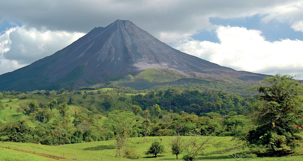Projděte se NP rozkládajícími se kolem vulkánů.