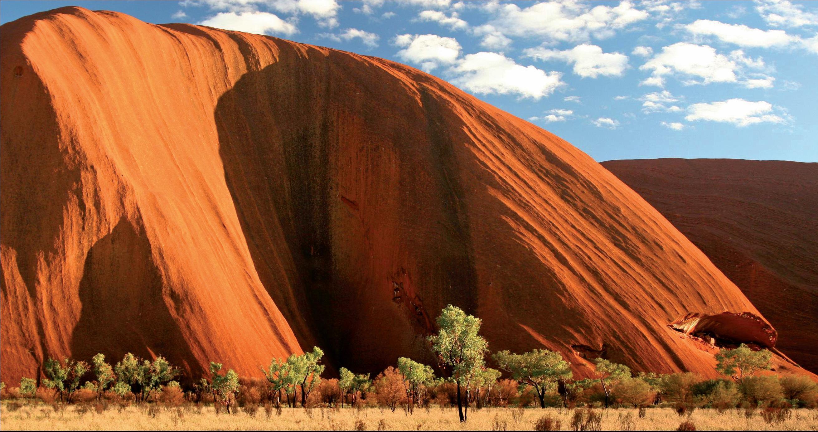 Monolit Uluru je jedním ze symbolů celé Austrálie.