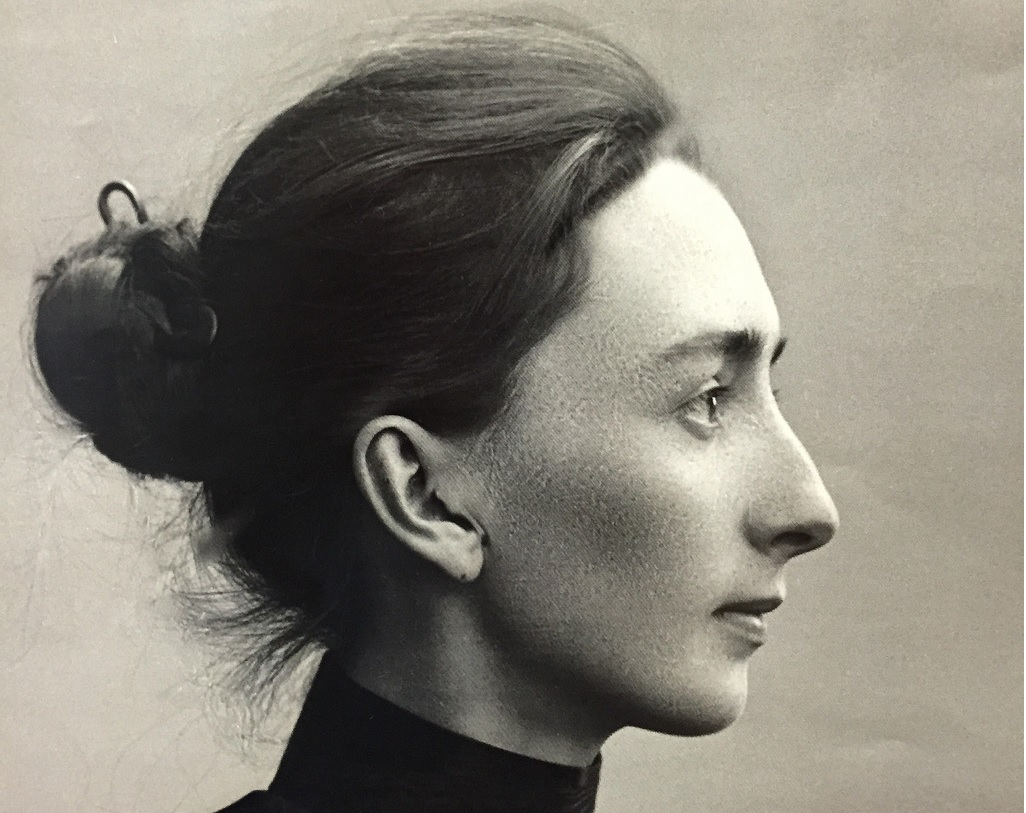 Aino Sibelius. V domě jejího manžela hudba nikdy nezněla, a proto zde ani při prohlídce domu nic neuslyšíte.