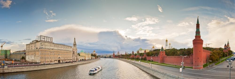 Pohled od řeky na Kreml. Paráda, že?