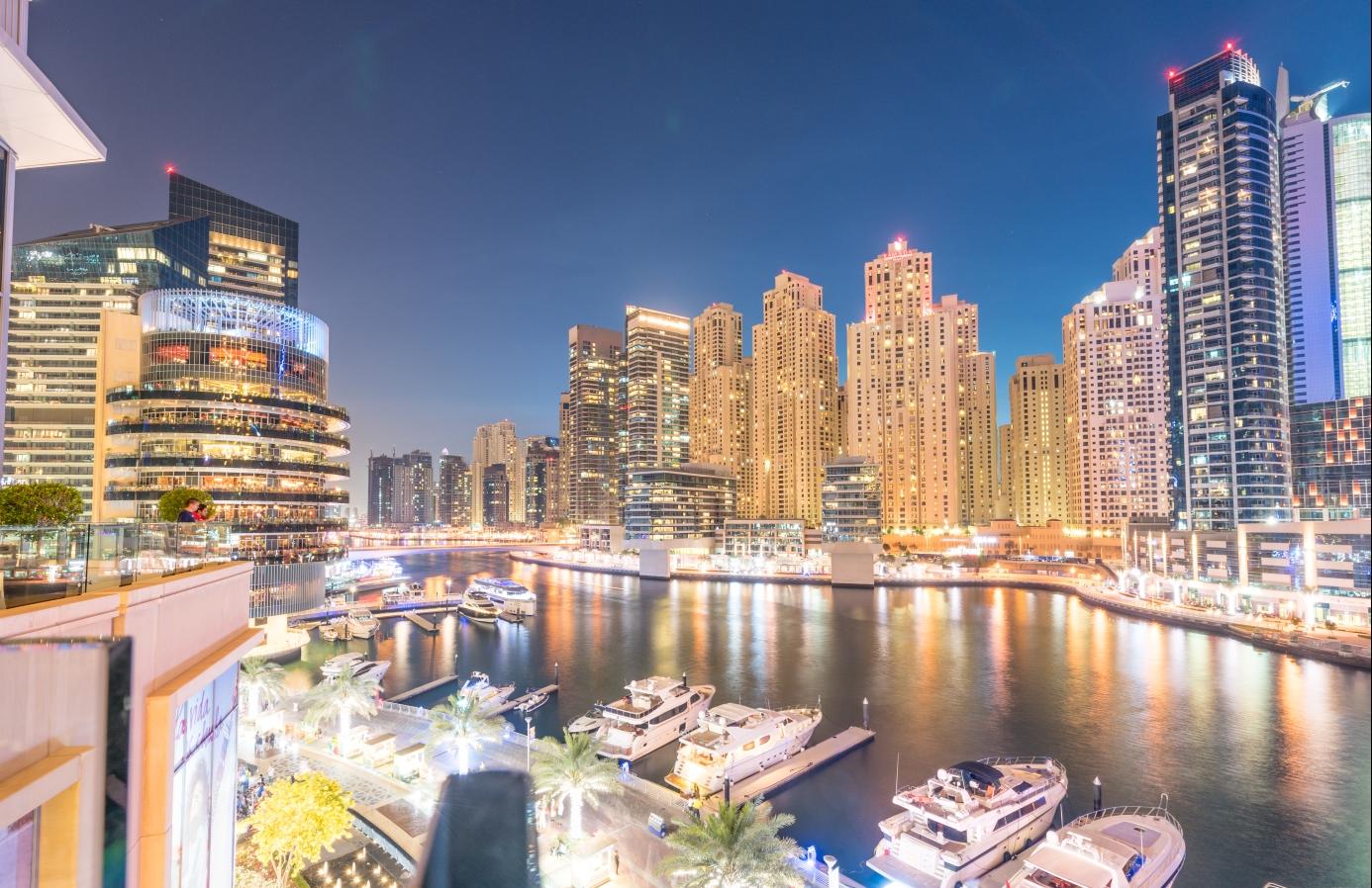 Noční Dubaj - nejrychleji se rozvíjející město světa