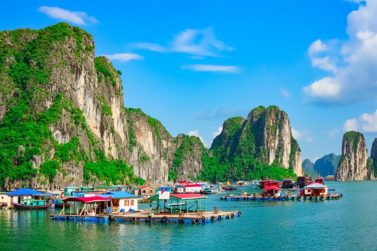 V noci se u nás při cestě z taneční zábavy ve vedlejší vesnici klikatě chodí, ve Vietnamu se klikatě pádluje.