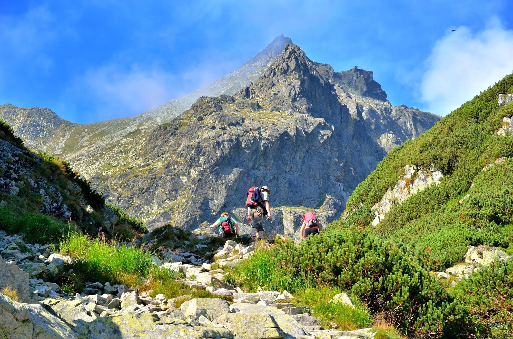Krásné modré nebe nemusí vydržet dlouho. Ve vysokých horách se počasí mění každou minutu.