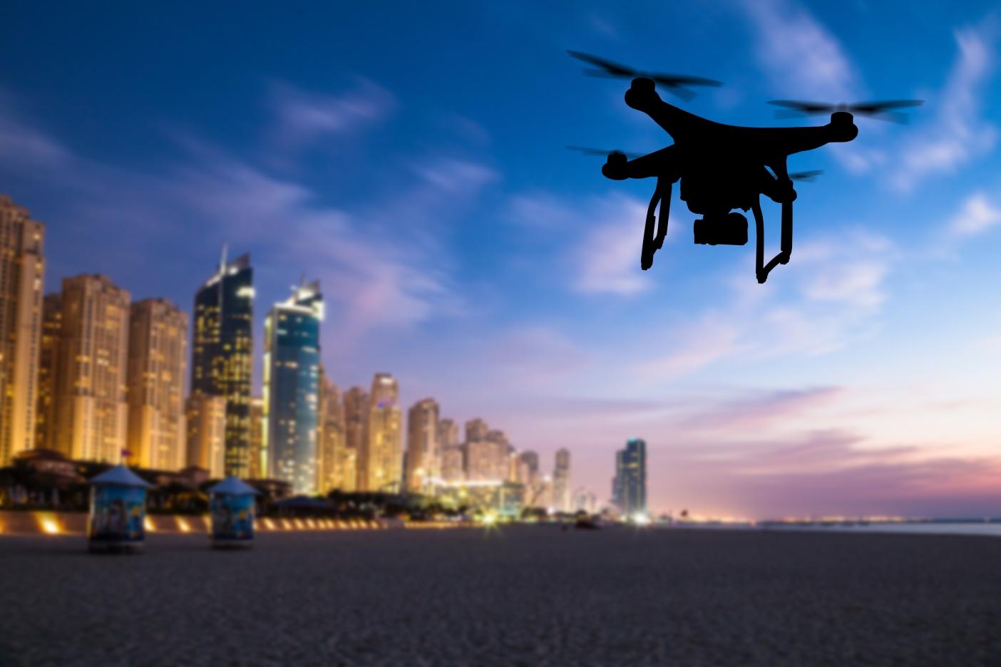 Dron filmuje nad Dubají.