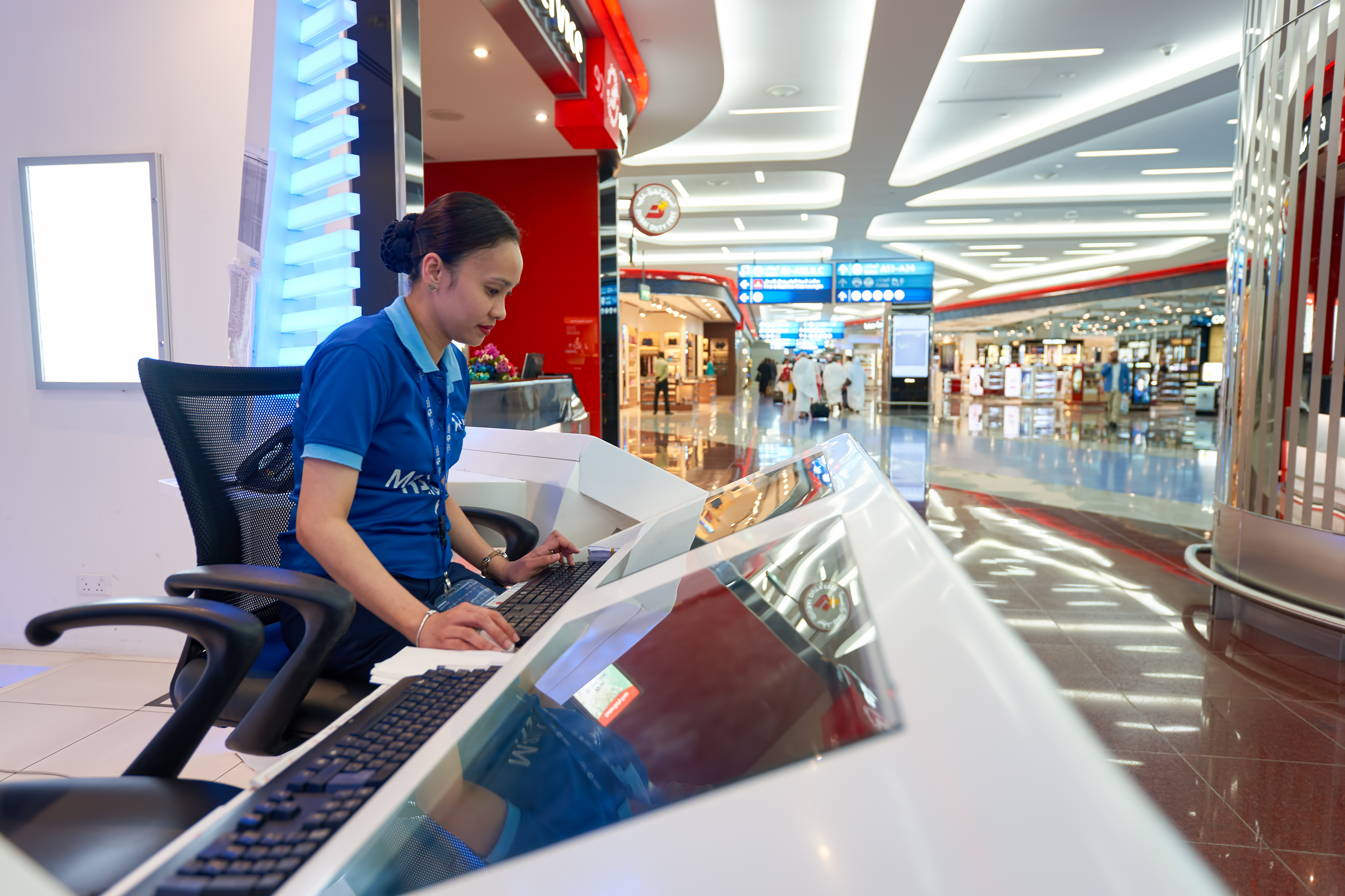 Dubajské letiště je jedno z nejmodernějších a také provozně nejdražších letišť na světě. Jeho nejnovější hala stála přibližně miliardu dolarů.