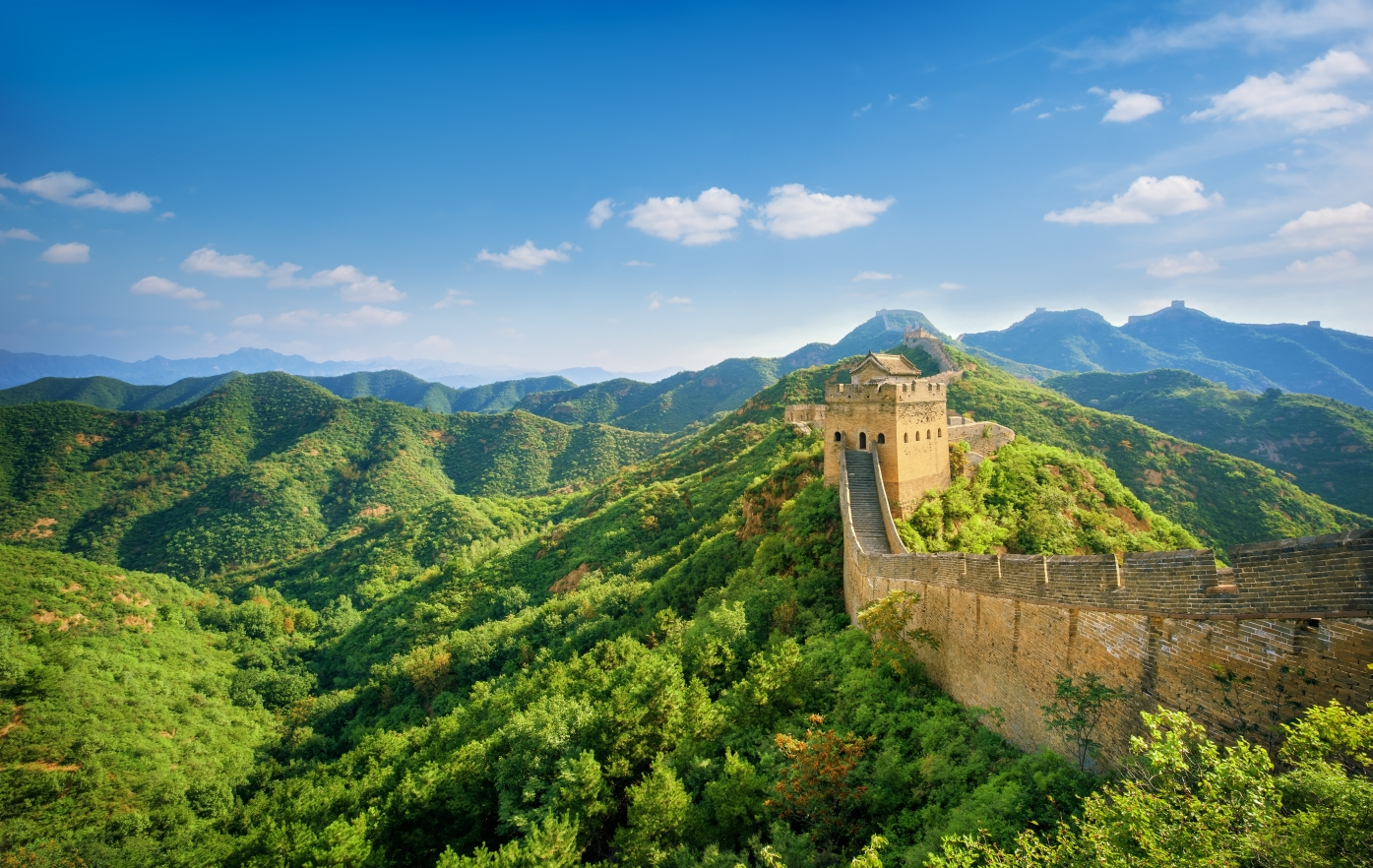 Na některých místech je zeď vysoká až 10 m.