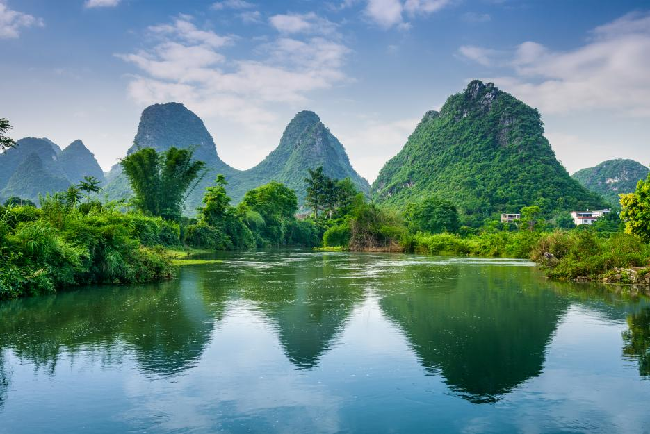 Nádherná zeleň a modř v Guilin.