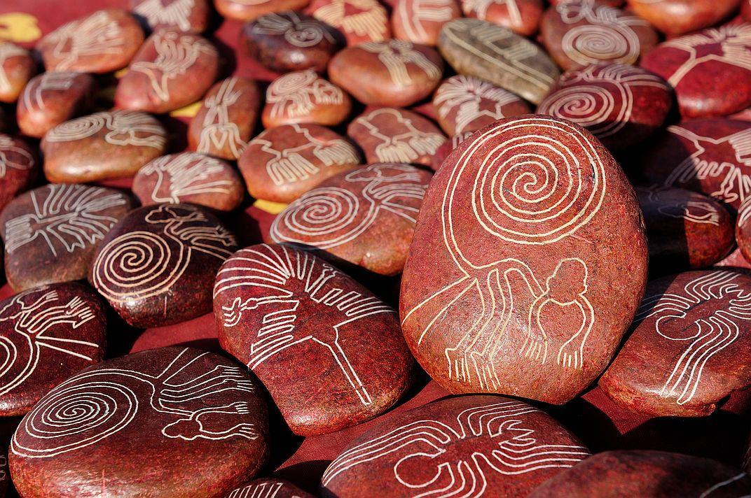 Obrazce mnohým místním pomáhají s obživou. Třeba jako ornamenty na suvenýrech, které se turistům dobře prodávají.