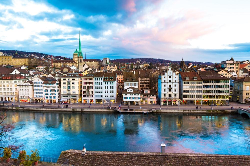 Curych je největším městem Švýcarska.