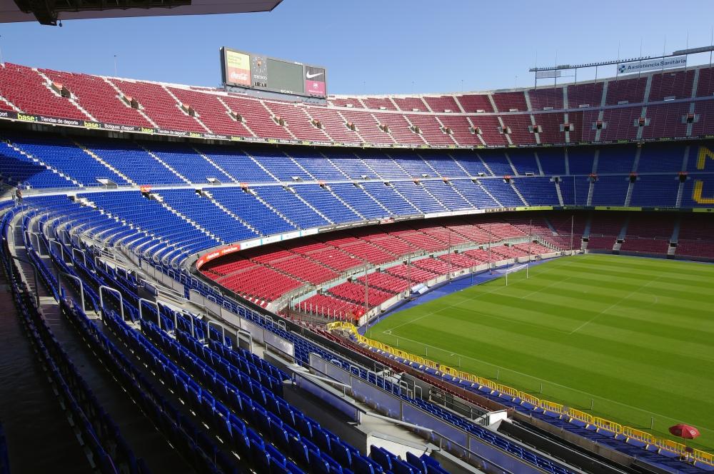 Tady se proháněli svého času i nadčasové fotbalové hvězdy typu Micheala Laudrupa, Hristo Stoičkova, Jordi Cruyffa či Diega Maradony.