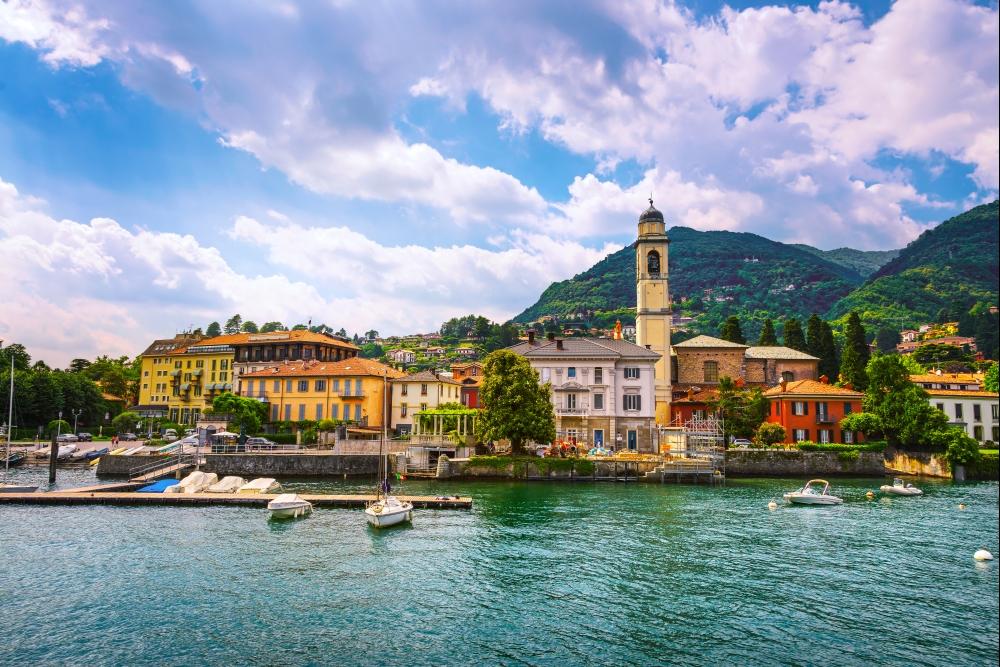 Půvabné Cernobbio je jen 40 km vzdáleno od Milána, hl. města provincie Lombardie.