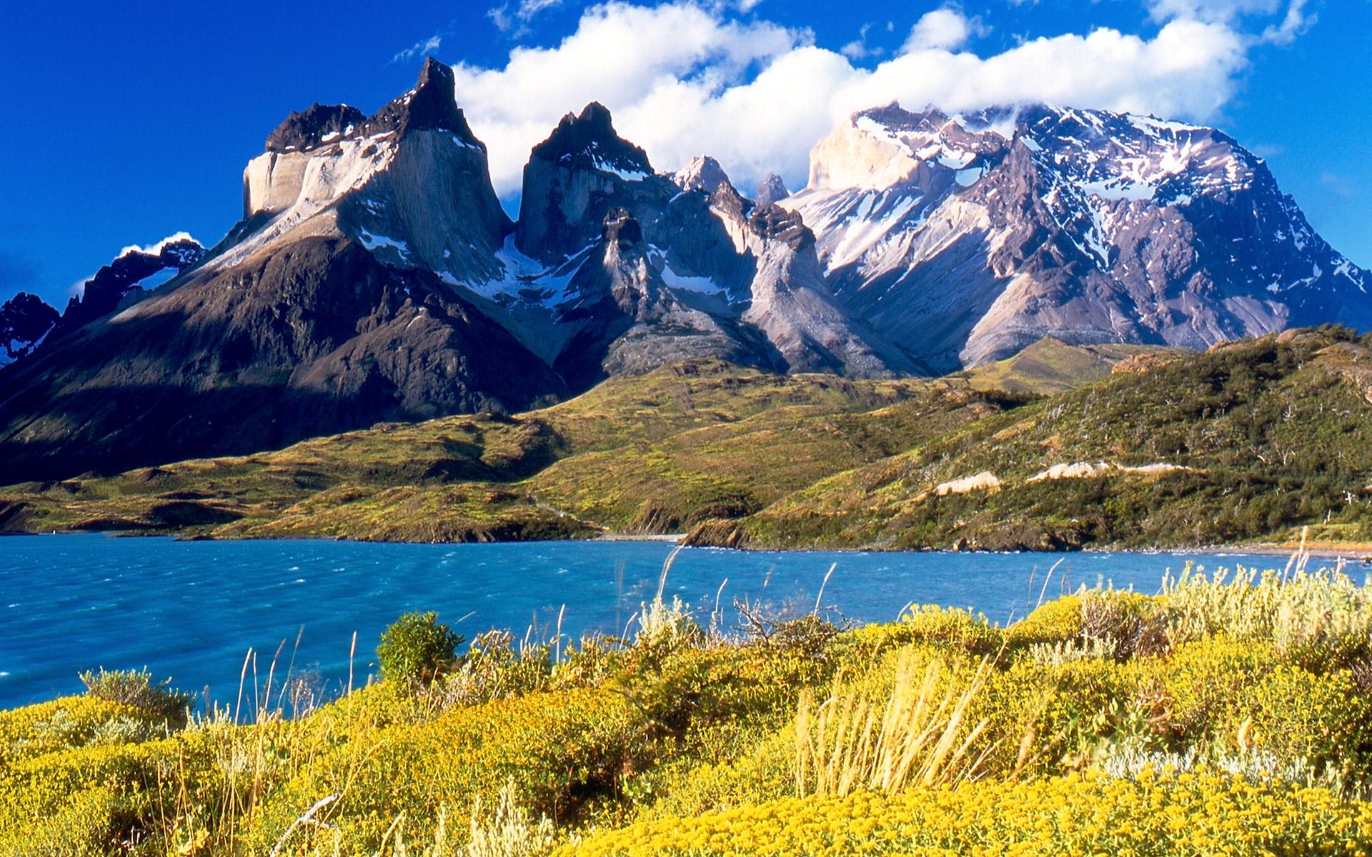 Vrcholky hor parku Torres del Paine.