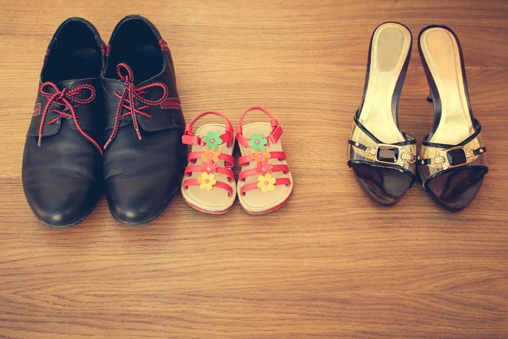 Dětské, dospělé a ženské boty.