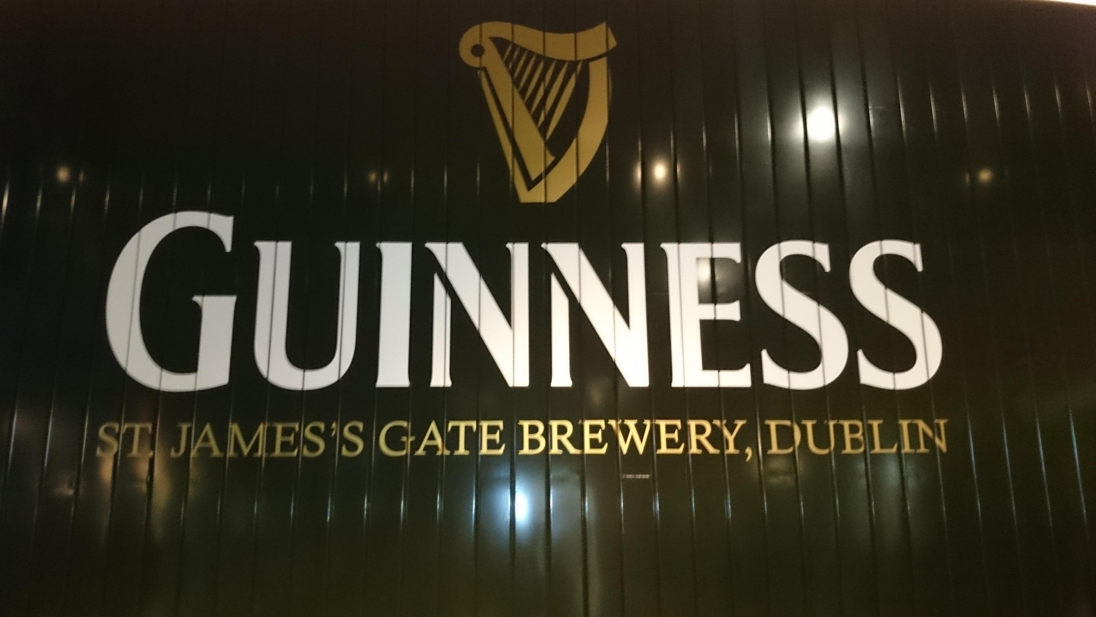 Guinness - cedule ve vestibulu