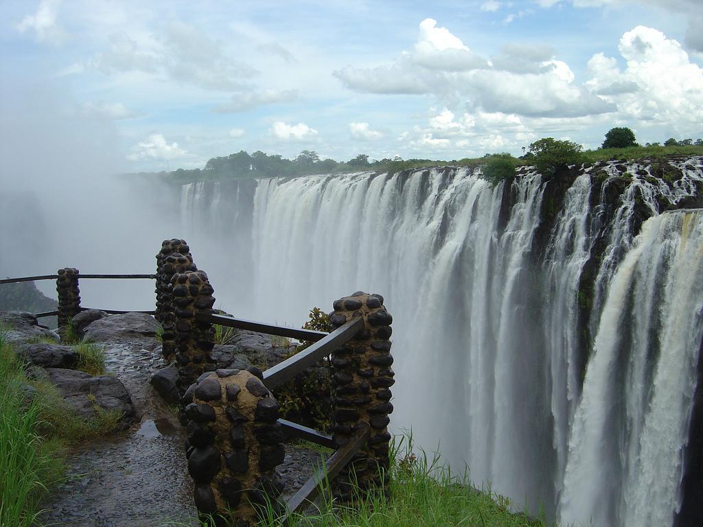 Rafting pod Viktoriinými vodopády patří k nejtěžším na světě.