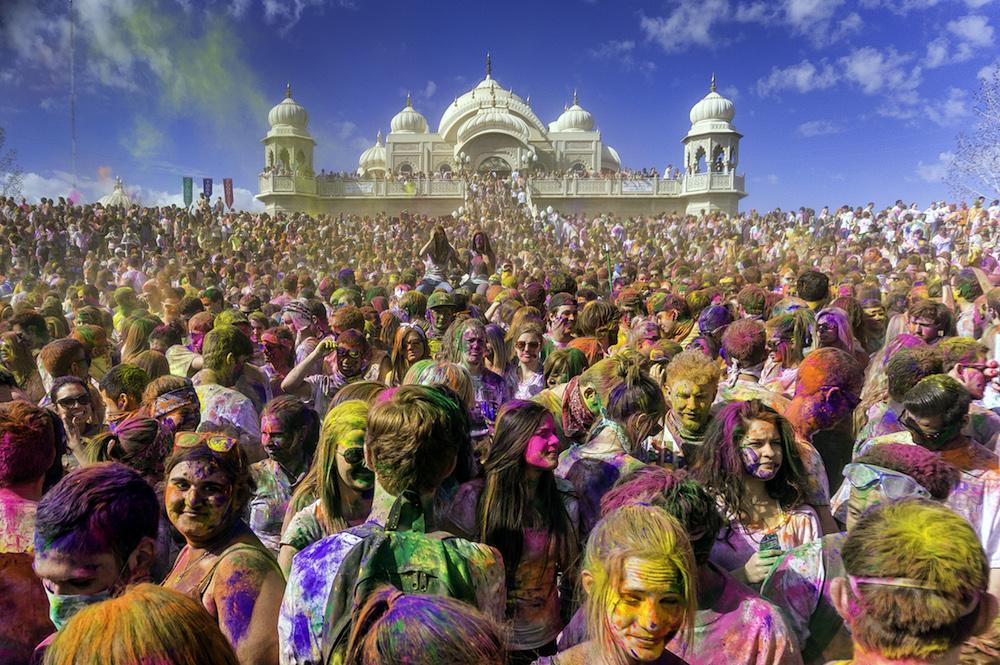 Svátek Holi je dnes oblíbený na celém světě. Tato momentka pochází z Utahu.