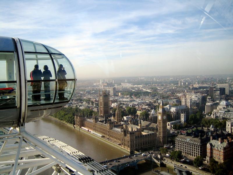 Úchvatný pohled na město z London Eye.