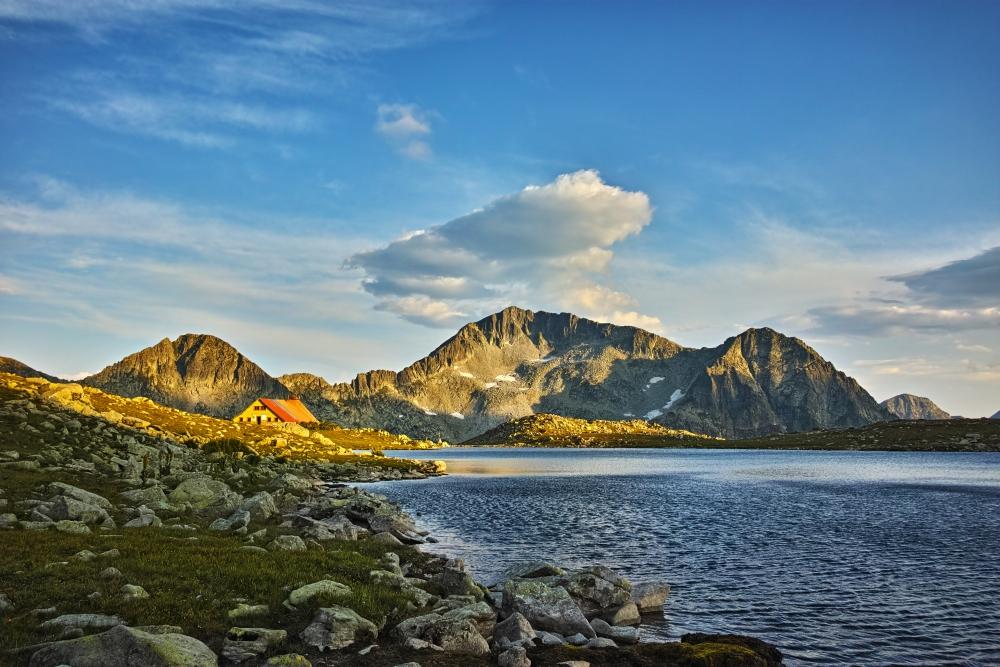 Vrchol v dáli se jmenuje Kamenica a má 2 822 metrů.