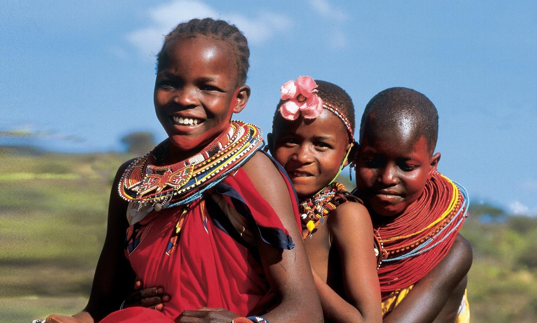 V Tanzanii nežijí jen zvířata, takže si tam můžete s někým i popovídat. Tedy pokud umíte svahilsky nebo masajsky.