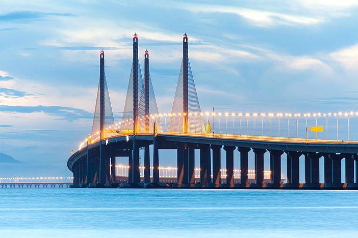 Nový most zatočil s dopravními zácpami na tom starém.