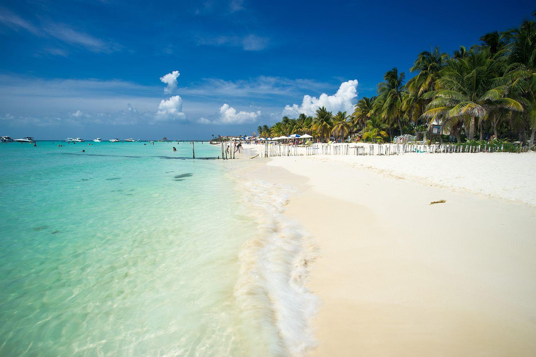 Bílý písek, průhledné moře, šumění listů palem. Umíte si představit lepší místo pro dovolenou?