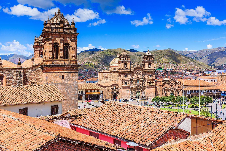 Kostely, chrámy, muzea, v pozadí hory... Cusco je opravdu krásné.