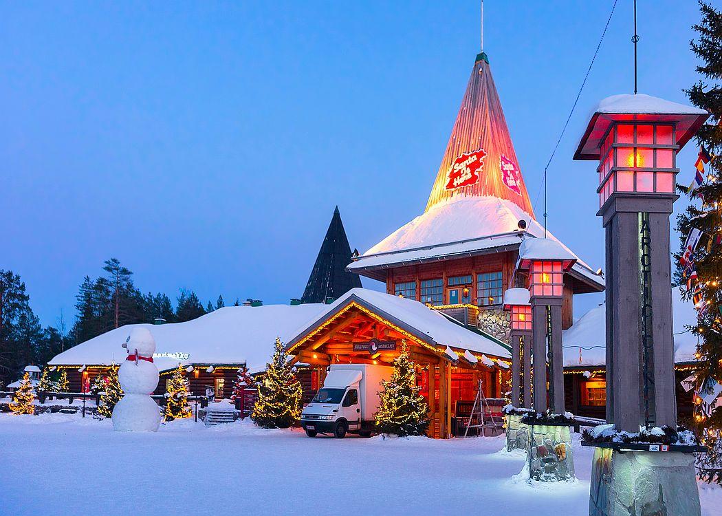 Kancelář Joulopukkiho neboli Santa Clause najdete v laponském Rovaniemi.