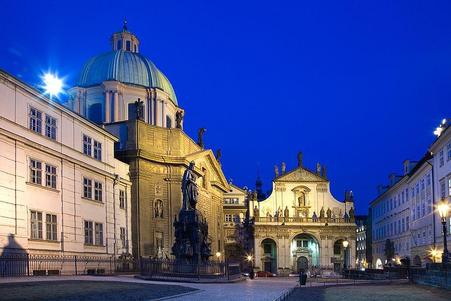 Křížovnické náměstí v Praze.