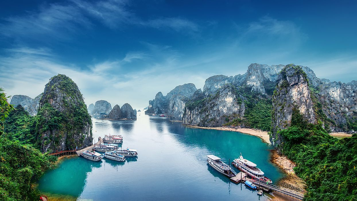 Čtyři tisíce ostrovů a ostrůvků, stovky jeskyní a místa, kde nikdy nebyl člověk – to je vietnamská Dračí zátoka.