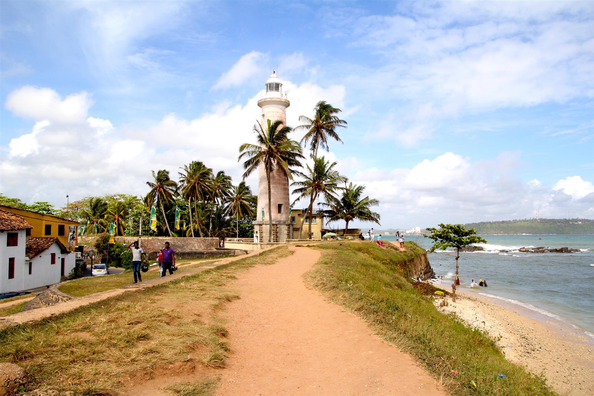 Při délce pobřeží 1340 km je jasné, že na Srí Lance najdeme spoustu nádherných pláží.