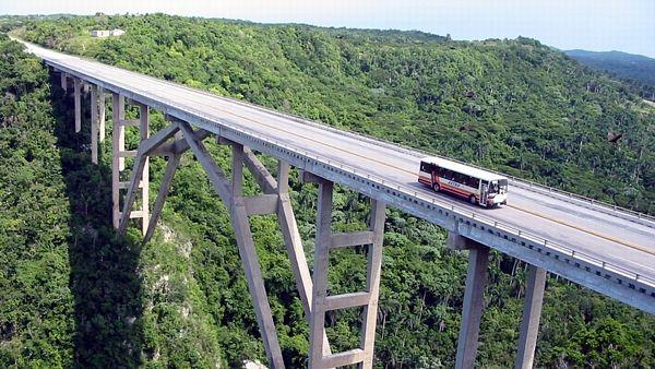Most Bacunayagua vznikl na konci 50. let 20. století a Kubánci ho dodnes milují.