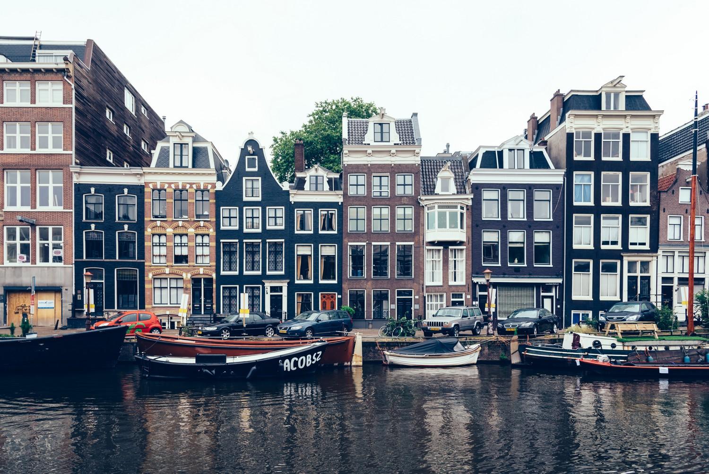 Typické domy v Amsterdamu pocházejí většinou ze 17. století.