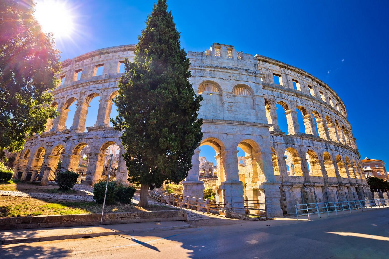 Amfiteátru v Pule Chorvati neřeknou jinak než Arena.