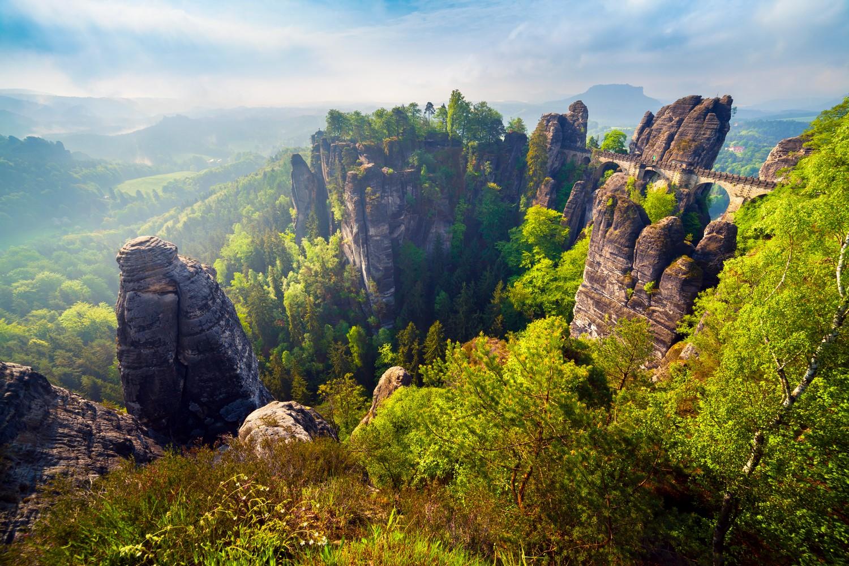Saské Švýcarsko je bohaté na krásné lesy i skalní útvary.