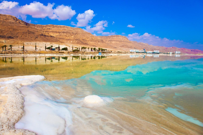 Koupání v Mrtvém moři je báječný zážitek.