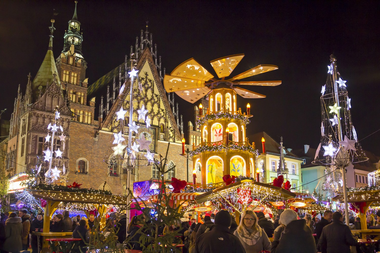 Ve Wroclawi se to hlavní odehrává na náměstí zvaném Rynek.