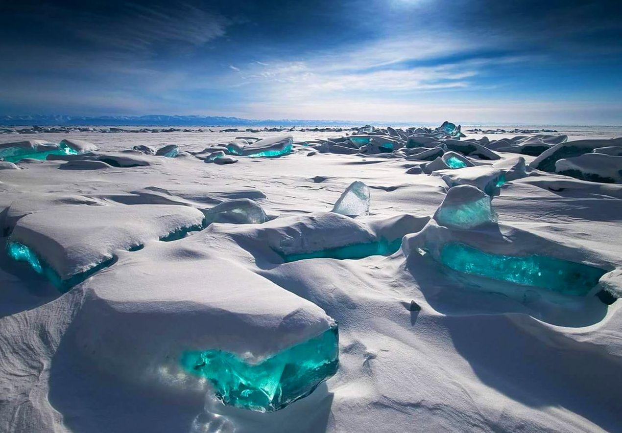 V období od ledna do května se Bajkal mění v obří ledovou pláň.