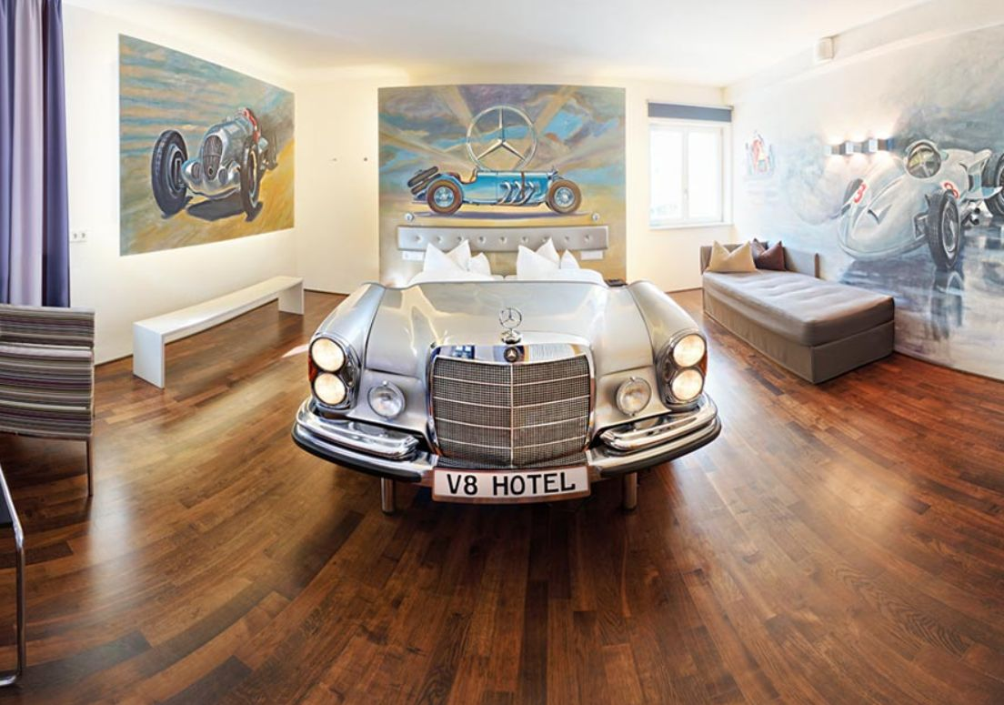 Hotel V8 je součástí známého komplexu Motorworld v Böblingenu u Stuttgartu