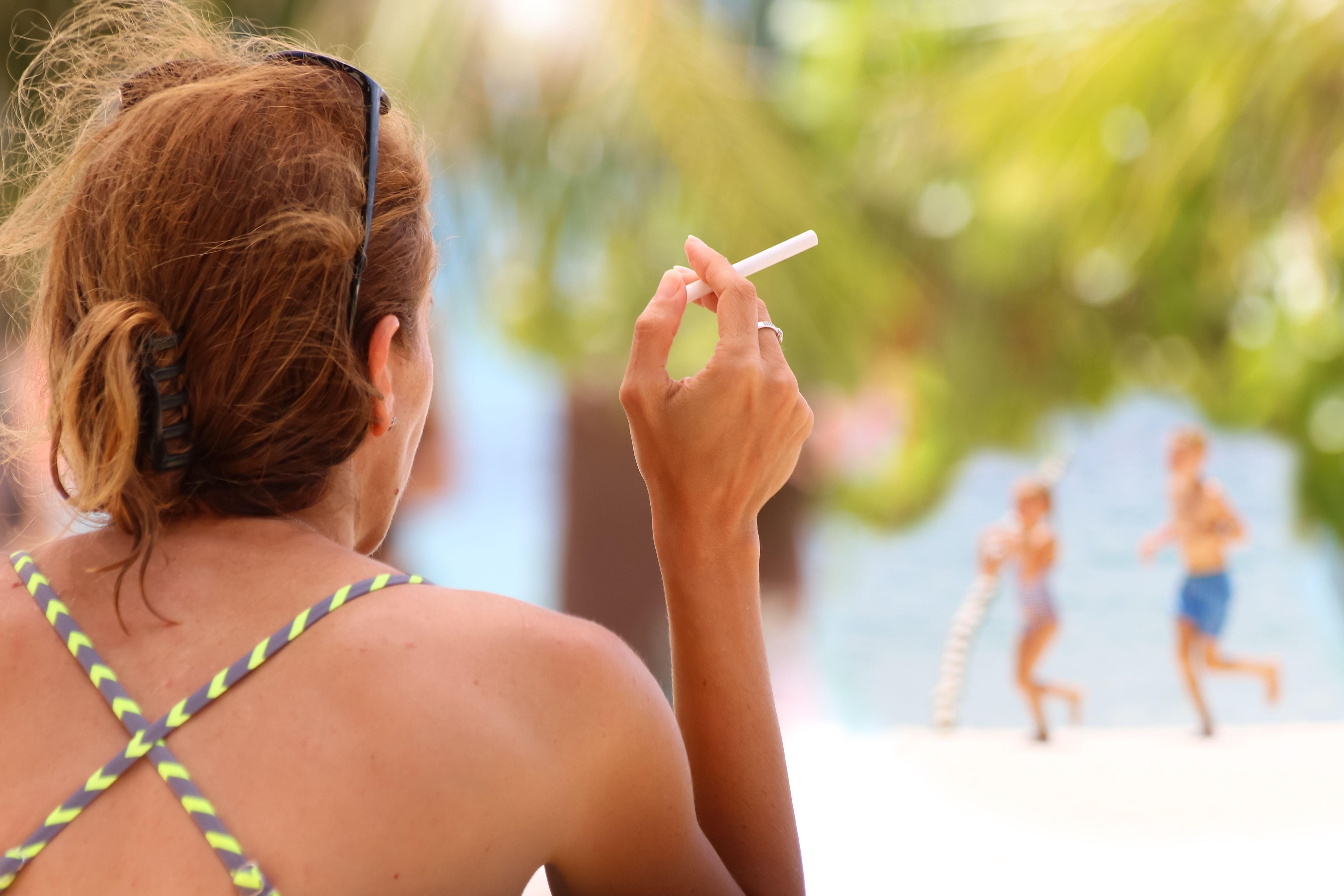 Na dvaceti thajských plážích si od listopadu nezapálíte. Pokud se zákaz osvědčí, rozšíří se i na další pláže.
