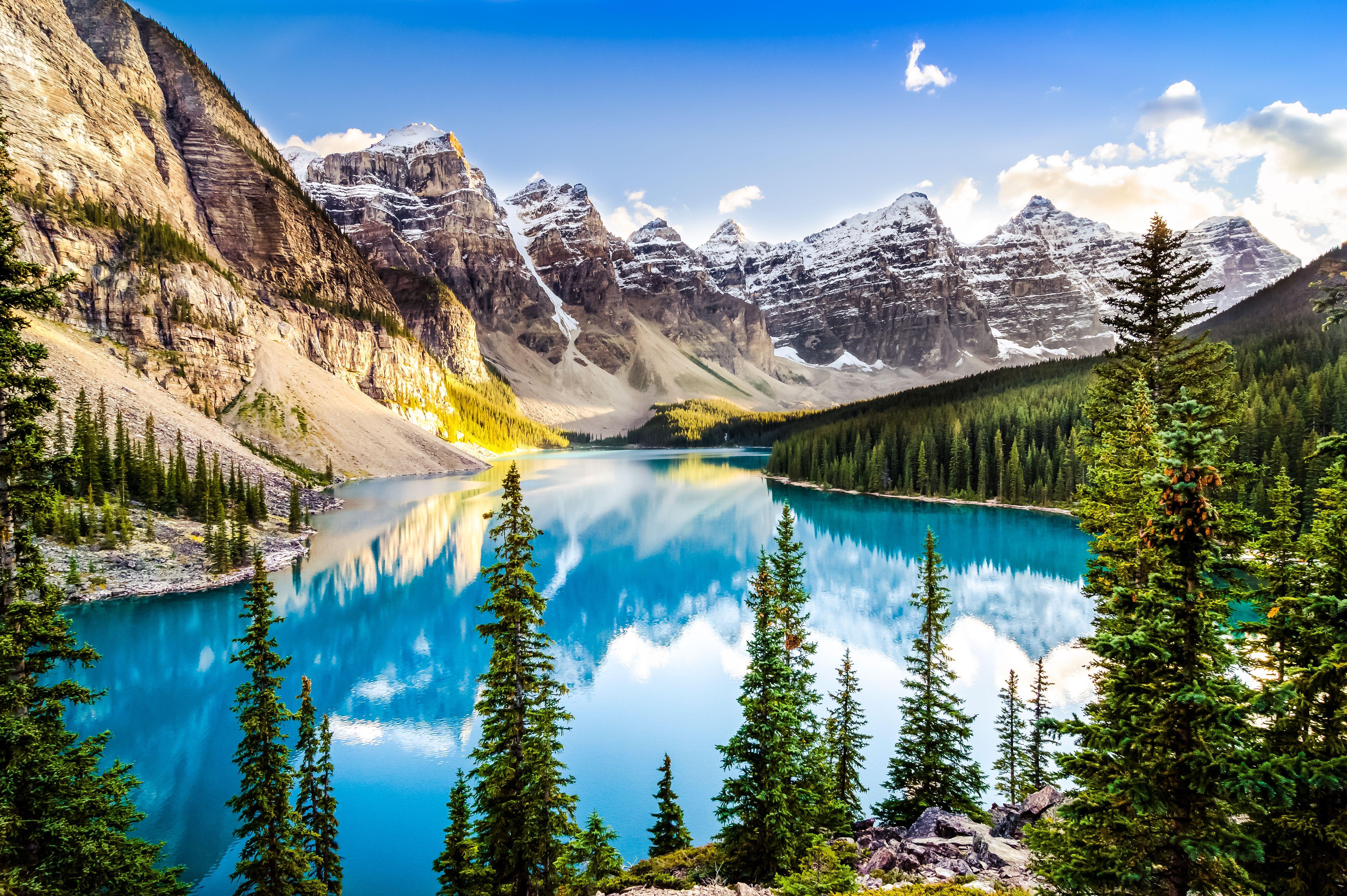 Morénové jezero (Lake Moraine) patří po právu mezi nejfotografovanější místa Kanady.