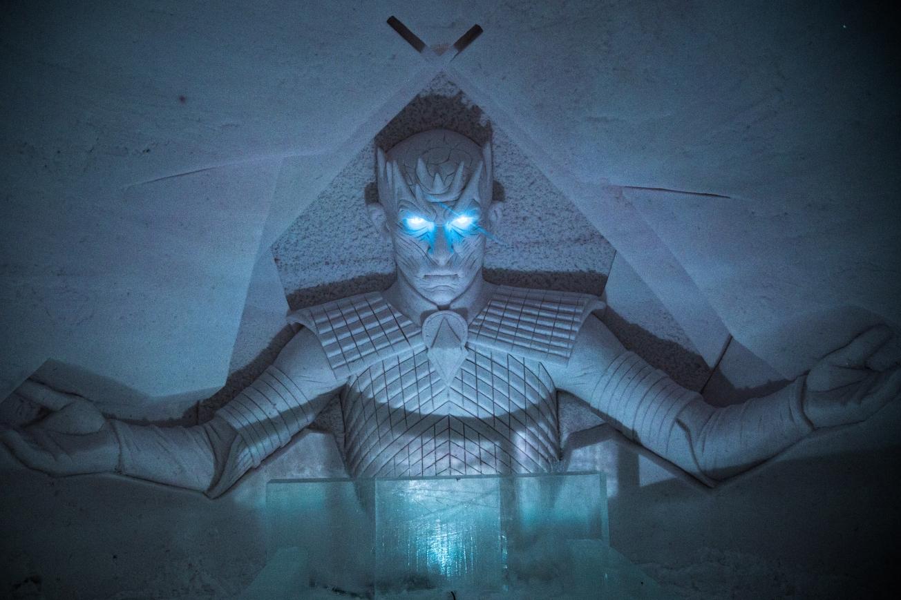 Bílý chodec se svítícíma modrýma očima bude hlavní postavou chystané poslední série.