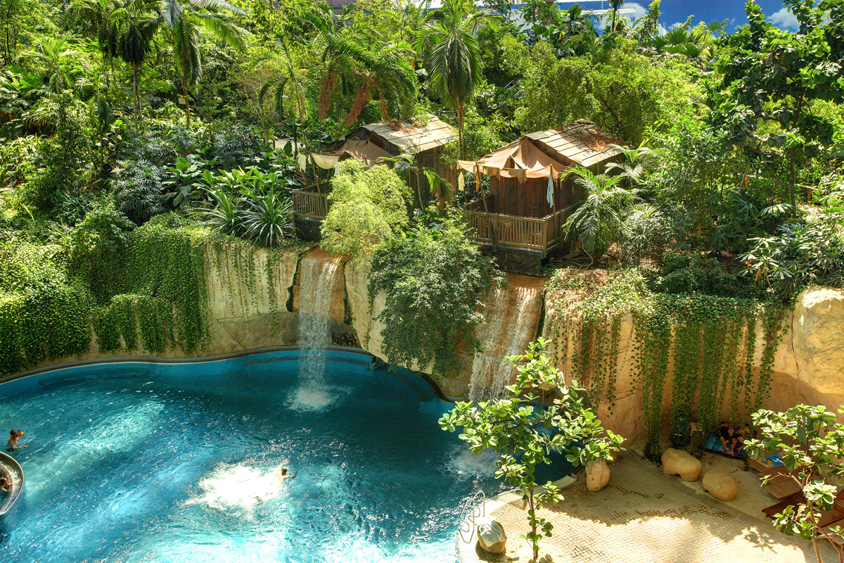 Tropical Islands je největším krytým akvaparkem v Evropě